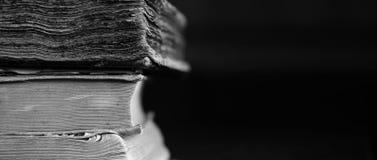 Fundo de livros gastos velhos Fundo longo do educa do vintage foto de stock royalty free