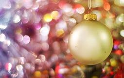 Fundo de luzes do feriado com esfera Imagens de Stock Royalty Free