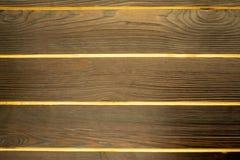 Fundo de madeira cinzento Fundo abstrato com pregos e junções das placas Painéis de madeira da madeira escura com luz foto de stock royalty free