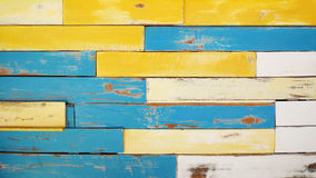 Fundo de madeira colorido da textura da prancha do vintage, pintura azul e branca amarela Fotografia de Stock Royalty Free