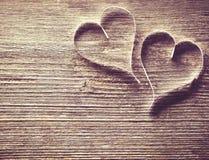 Fundo de madeira com corações Fotografia de Stock
