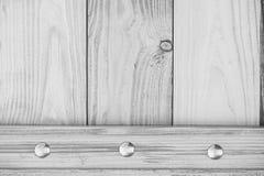 Fundo de madeira com cromo decorativo os pregos chapeados Imagem de Stock Royalty Free