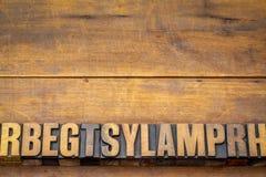 Fundo de madeira com letras aleatórias Imagem de Stock