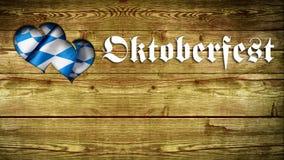 Fundo de madeira com slogan de Oktoberfest e entalhe coração-dado forma Foto de Stock