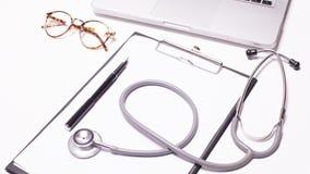 Fundo de madeira da mesa do doutor, conceito médico horizontal imagens de stock
