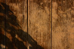 Fundo de madeira da textura da porta de celeiro do vintage velho imagens de stock royalty free