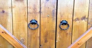 Fundo de madeira da textura, pranchas de madeira da porta Opinião superior lavada velha do teste padrão de madeira da porta Feche fotografia de stock