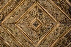 Fundo de madeira dourado do detalhe da porta de Diamond Pattern fotos de stock royalty free