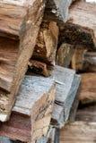 Fundo de madeira empilhado e mergulhado dos logs imagem de stock royalty free