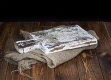 Fundo de madeira escuro para a montagem do produto Placa de estaca de madeira velha fotografia de stock