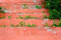 Fundo de madeira pintado laranja das escadas Fotos de Stock Royalty Free