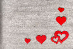 Fundo de madeira rústico com corações vermelhos brilhantes e sp do texto livre Foto de Stock