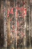 Fundo de madeira riscado velho com pintura vermelha, textura das pranchas Fotografia de Stock
