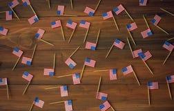 Fundo de mini bandeiras americanas dos EUA foto de stock
