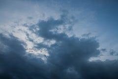 fundo de nuvens de tempestade antes de uma tempestade do trovão Fotografia de Stock Royalty Free