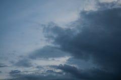 fundo de nuvens de tempestade antes de uma tempestade do trovão Foto de Stock Royalty Free