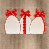Fundo de papel com a decoração branca dos ovos da páscoa Fotografia de Stock