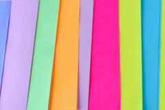 Fundo de papel de n?on colorido Teste padr?o geom?trico listrado de cores brilhantes fotografia de stock
