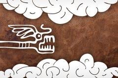 Fundo de papel velho com serpente e nuvens ilustração royalty free