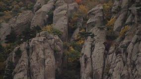 Fundo de pedra do close up da textura tiro Paisagem bonita da montanha e no fundo das rochas Pedra no video estoque