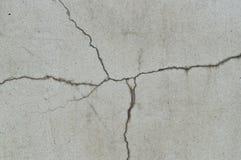 Fundo de rachamento estranho da textura do muro de cimento imagens de stock royalty free