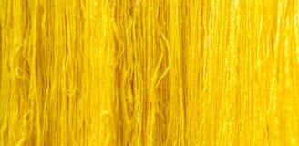 Fundo de seda cru amarelo da linha Fotografia de Stock Royalty Free