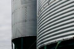 Fundo de silos da exploração agrícola do metal Fotos de Stock