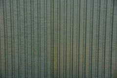 Fundo de uma parede verde velha escura do ferro de uma construção privada Fotos de Stock