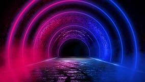 Fundo de uma sala escura vazia com um assoalho concreto, círculos de néon coloridos no centro imagens de stock royalty free