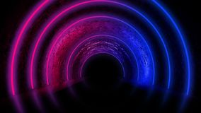 Fundo de uma sala escura vazia com um assoalho concreto, círculos de néon coloridos no centro fotografia de stock royalty free