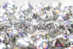 Fundo decorativo com estrelas de prata em um fundo branco Imagens de Stock