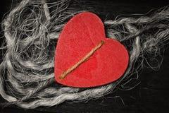 Fundo decorativo do coração de madeira Amor e romance fotografia de stock