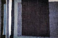 Fundo diferente abstrato da textura das listras das calças de brim foto de stock
