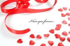 Fundo do amor. Corações e fita pequenos Fotos de Stock Royalty Free