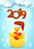 Fundo do ano novo com o chapéu engraçado do pintainho, do ` s de Santa e o texto imagem de stock