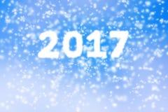 Fundo 2017 do ano novo feliz da tempestade borrada da neve no céu azul Fotografia de Stock Royalty Free