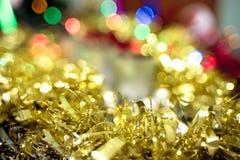 Fundo do bokeh do Natal de ouropéis dourados Foto de Stock