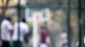 Fundo do borrão do streetball do basquetebol para o uso da tela do verde azul video estoque