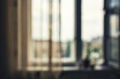 Fundo do borrão sala, uma janela Vista da cidade escritório, fundo da opinião da cidade imagem de stock royalty free