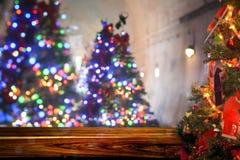 Fundo do borrão do sumário do Natal, bokeh claro da árvore do Xmas foto de stock