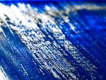 Fundo do brilho de prata em um azul imagens de stock royalty free