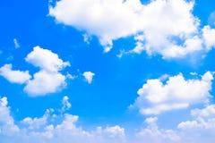 Fundo 180422 0279 do céu azul e das nuvens Fotos de Stock Royalty Free