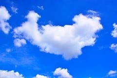 Fundo do céu azul e das nuvens Fotografia de Stock Royalty Free
