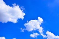 Fundo do céu azul e das nuvens Imagens de Stock Royalty Free