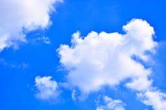 Fundo do céu azul e das nuvens Foto de Stock