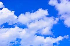Fundo do céu azul e das nuvens Fotografia de Stock