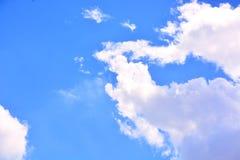 Fundo do céu azul e das nuvens Foto de Stock Royalty Free