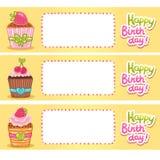 Fundo do cartão do feliz aniversario com queques. Foto de Stock