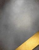 Fundo do cinza de prata com a fita do título do ouro ilustração royalty free