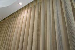 Fundo do clássico de Brown da cortina do fundo da cortina de Brown foto de stock royalty free